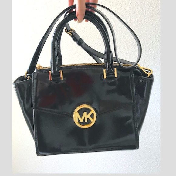 Michael Kors Handbags - Micheal Kors black patent Hudson Conv crossbow